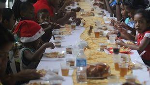 Cidade da Luz promove almoço na véspera do Natal para assistos