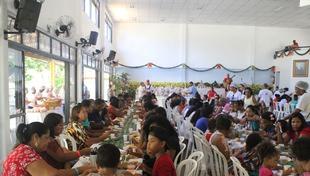 Almoço de Natal reúne 400 assistidos pela Cidade da Luz