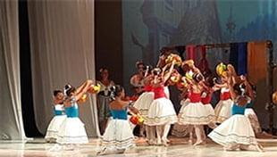 Grupo Mirim do Ballet do Centro de Cultura e Arte Pai João, da Cidade da Luz