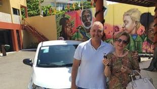 Entrega do carro a ganhadora do Sorteio Solidario VI